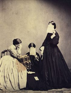 Unknown photographer, Portrait of three women, century / The Unseen Eye: Photographs from the Unconscious (Aperture, by W. Hunt via La Lettre de la Photographie [reminded me of this mourning photograph] Vintage Pictures, Old Pictures, Vintage Images, Photos Du, Old Photos, Antique Photos, Portraits Victoriens, Look Dark, Foto Art