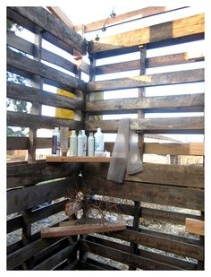 DIY pallet outside shower | wood pallet outdoor shower | refinery project