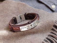 Bracelet de coordonnées Bracelet Latitude Longitude Cuir   Etsy Leather Cuffs, Gold Leather, Brown Leather, Latitude Longitude, Leather Wristbands, Bracelets For Men, Etsy, Chakra, Stainless Steel