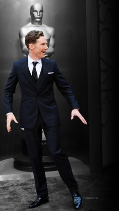 Benedict Cumberbatch at 2014 Oscars Loved how he flaunted tradition and went with a stunning suit rather than the traditional tux.