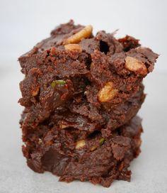 Brownie vegan la patate douce - Comment j ai chang de vie Boxed Brownie Recipes, Brownie Recipe Video, Healthy Cake Recipes, Vegan Recipes, Patisserie Vegan, Cocoa Powder Recipes, Yummy World, Gateaux Vegan, Sweet Potato Brownies