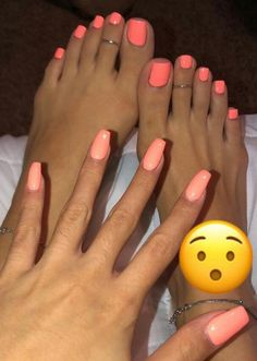 Semi-permanent varnish, false nails, patches: which manicure to choose? - My Nails Pretty Toe Nails, Cute Toe Nails, Pretty Toes, My Nails, Hair And Nails, Pink Toe Nails, Coral Nails, Orange Toe Nails, Pink Toes