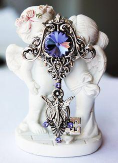 Items similar to Fantasy gothic steampunk victorian vintage silver plated swarovski key pendant on Etsy Key Jewelry, Cameo Jewelry, Jewelery, Jewelry Accessories, Jewelry Making, Magical Jewelry, Kawaii Jewelry, Metal Clay Jewelry, Key Necklace