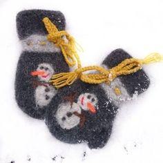 Snømann i gråvær, str år Mittens, Christmas Ornaments, Holiday Decor, Fingerless Mitts, Xmas Ornaments, Christmas Jewelry, Gloves, Christmas Baubles
