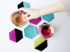 Posavasos hexagonales de fieltro >> Hexi Felt Coaster DIY on Creativebug