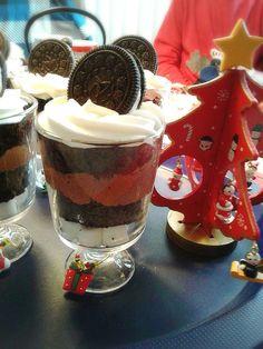 Layered choco treat Christmas Desserts, Cheesecake, Treats, Food, Christmas Deserts, Sweet Like Candy, Goodies, Cheesecakes, Essen