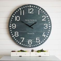 Clocks with attention-grabbing character make gorgeous focal points—and this one from the Magnolia Home Collection by Joanna Gaines is no exception Country Kitchen Flooring, Country Dining Rooms, Country Farmhouse Decor, Modern Country, Modern Farmhouse, Farmhouse Style, Magnolia Home Collection, Farmhouse Clocks, Farmhouse Remodel