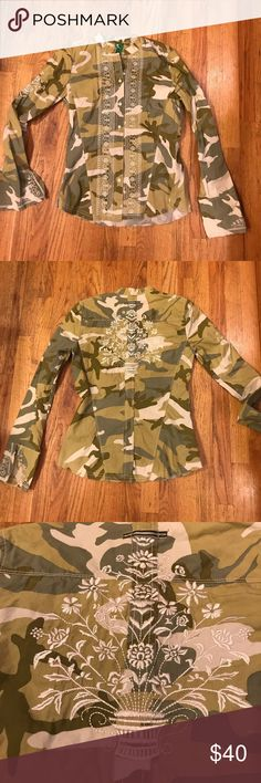 3J Workshop Camo btn down embroidered SZ SM shirt 3J Workshop btn down camo embroidered shirt. Very hip style! Raw edges, stripe detail under arm, embroidered back print. One of a kind. Size small 3J Workshop Tops Button Down Shirts