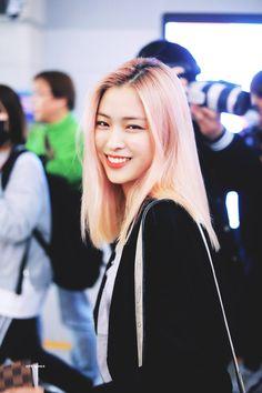 dedicated to female kpop idols. Kpop Girl Groups, Kpop Girls, My Girl, Cool Girl, Jin, Hair Streaks, Girls Gallery, Grunge Hair, Korean Celebrities