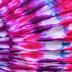 Make your own TIE DYE with these 6 creative ideas! Make your own TIE DYE with these 6 creative ideas!Carousel tie dye kitTake your denim shorts from OK to out of this world!DIY t-shirt: Tye Dye, Fête Tie Dye, Tye And Dye, Tie Dye Party, Bleach Tie Dye, How To Tie Dye, Tie Dye Tips, Diy Clothes Videos, Diy Videos