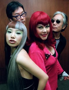 日米混合バンド「NiNa」の佐久間正英さん(後列左)=1999年11月 Judy And Mary, Pop Culture, Halloween Face Makeup, Fallen Angels, Seesaw, Japanese, Style Inspiration, Poses, Chara