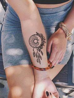 Small Dreamcatcher Forearm Tattoo Ideas for Women - Black Henna Tribal Boho Feather Arm Tat - Pequeño brazo de plumas Ideas de tatuaje para mujeres - www.MyBodiArt.com #tattoos