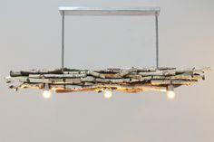plafond lamp gemaakt met brocante natuurlijke berken takken www.decoratietakken.nl