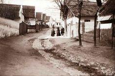 Győrszentmártoni utca, 1905 körül. Palatin Gergely. Old Pictures, Old Photos, Austro Hungarian, Historical Photos, Hungary, The Past, History, Photographs, Travel