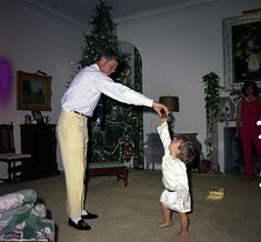 Kennedy family Christmas in Palm Beach. President John F. Kennedy playing with John F. First Lady Jacqueline Kennedy stands in background, December (Courtesy of White House Photographs, John F. Kennedy Presidential Library and Museum, Boston) Les Kennedy, John Kennedy Jr, Jfk Jr, Jacqueline Kennedy Onassis, Caroline Kennedy, Dallas, Familia Kennedy, Jaqueline Kennedy, John Junior