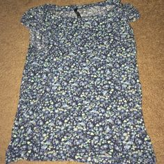 Floral short sleeve top Size 8: can fit a S-L. Great condition. Tops