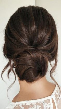 wedding hairstyles for long hair low simple bun on dark hair with loose curls caraclyne.bridal wedding hairstyles for long hair low simple bun on dark hair with loose curls caraclyne. Messy Wedding Hair, Long Hair Wedding Styles, Top Hairstyles, Wedding Hairstyles For Long Hair, Simple Hairstyles, Bridal Hairstyles, Bridesmaid Updo Hairstyles, Pretty Hairstyles, Hairstyle Wedding