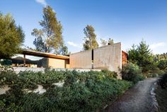 Napa Valley House in Calistoga, California by Eliot Lee + Eun Lee