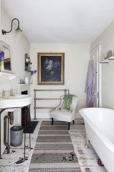 Bathroom. Encantadora casa en blanco vintage.Estilo nórdico con aires cottage.Roman Ricard. dintelo