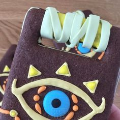 Heres the video to show you guys how I made my Sheikah Slate cookies ! Hope you enjoy the process ! Sorry if you see my head too much Im still practicing with my camera ! Zelda Birthday, 8th Birthday Cake, Birthday Ideas, Link Cosplay, Junk Food, Slate, Birthday Candles, Cake Decorating, Birthdays