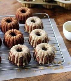 If you like chocolate and coffee, these chocolate Kahlua mini bundt cakes are what you're looking for. Easy to make and delicious! Chocolate Cake With Coffee, Chocolate Bundt Cake, Coffee Cake, Mini Desserts, Just Desserts, Dessert Recipes, Mini Bunt Cake Recipes, Bunt Cakes, Cupcake Cakes