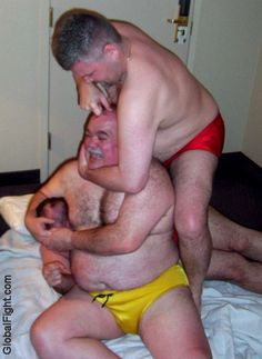 threeway gay men 3way fighting pics