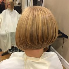 Beautifully-stacked graduated bob. (12184 | by short hairstyles and makeovers)