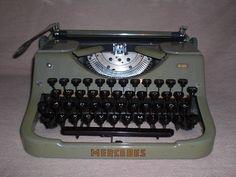 Tragbare mechanische Schreibmaschine Mercedes K45 von Nostalgiehaus