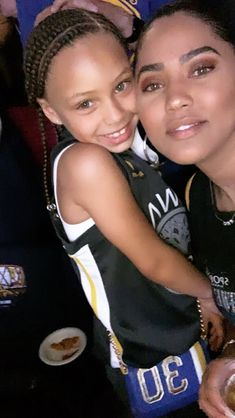 Riley & Ayesha at the game 🏀 Stephen Curry Ayesha Curry, Seth Curry, Stephen Curry Family, The Curry Family, Wardell Stephen Curry, Stephen Curry Pictures, We Are Family, Celebrity Moms, Cute Relationships