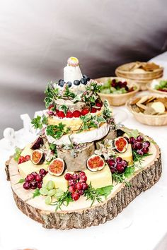 It was a vintage country wedding for this cool couple - hochzeitsdekoration - Wedding Cakes Diy Wedding Food, Wedding Reception Food, Wedding Catering, Wedding Cakes, Wedding Ideas, Catering Logo, Fruit Wedding, Gown Wedding, Budget Wedding