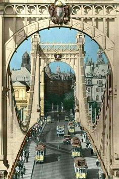 Elizabeth bridge, Budapest, Hungary Before the Vintage Architecture, Historical Architecture, Budapest Travel Guide, Heart Of Europe, Interesting Buildings, Most Beautiful Cities, Places Around The World, Old Photos, Wonders Of The World
