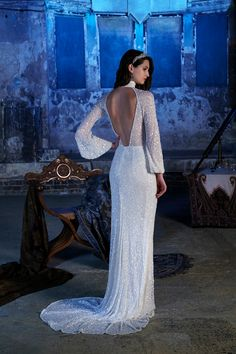 Calling all Great Gatsby and BRIDES, this statement back Eliza Jane Howell beaded wedding dress is for YOU! 6 of the Most Romantic Wedding Dresses - see all six romantic bridal gowns on Wedding Ideas and find your dream dress today! Alternative Wedding Dresses, Best Wedding Dresses, Wedding Gowns, Backless Wedding, Wedding Outfits, Wedding Dress Shapes, Wedding Dress Sleeves, Dresses Uk, Vintage Dresses