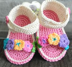 Hand Made By Me. - puntadas a crochet - Hakeln Crochet Baby Sandals, Booties Crochet, Crochet Baby Clothes, Crochet Shoes, Love Crochet, Crochet Slippers, Baby Shoes Tutorial, Baby Shoes Pattern, Baby Slippers