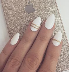 Details make life. If you wait big things to happen you just might miss a million little things that can do our everyday magical. So it is with your nails – can you see how these few golden lines give touch of elegance to a simple white nails.
