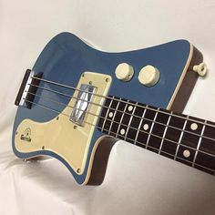 guitar building Bass Guitar Usb Interface Bass Guitar Under 20 Vintage Bass Guitars, Custom Bass Guitar, Guitar Shop, Custom Guitars, Cool Guitar, Guitar Wall, Bass Guitar Lessons, Guitar Tips, Straight Edge