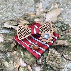 A Figurato Rosso fa csokornyakkendővel tedd teljessé megjelenésed, vagy csiszolj a stílusodon. Cuff Bracelets, Fashion, Moda, Fashion Styles, Fashion Illustrations