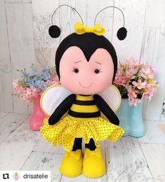 Diy Crafts Hacks, Cute Crafts, Felt Crafts, Cute Baby Shower Ideas, Bee Party, Art Lessons Elementary, Baby Rattle, Felt Toys, Felt Ornaments