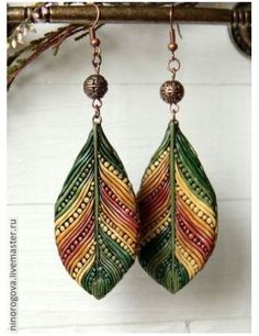 Finally, Fall is coming to California, bringing to mind Autumnal colors. These polymer clay earrings feature deep greens, fiery rust reds & brilliant yellow. If the translation is correct, these are by Nina Kotlyarevich. Definitely a polymer piece that would take some patience in creating the wonderful texture of the lines and dots. Nina has some other pieces with a similar technique as well, take a look by clicking through The Polymer Arts magazine blog…