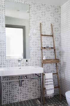 dustjacketattic: mosaic tile bathroom