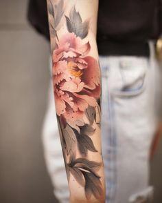 No photo description available. Black Watercolor Tattoo, Watercolor Flower, Tattoos Skull, Body Art Tattoos, Ink Tattoos, Foot Tattoos, Tatoos, Asian Tattoos, Black Tattoos