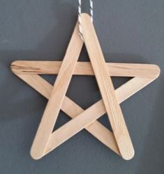Diy Home Crafts, Holiday Crafts, Wood Crafts, Diy Para A Casa, Diy Popsicle Stick Crafts, Christmas Decorations For Kids, Kids Wood, Christmas Star, Wooden Diy