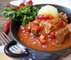 ogrody babilonu: gulasz węgierski Ketogenic Recipes, Low Carb Recipes, Healthy Recipes, Keto Results, Keto For Beginners, Keto Dinner, Wok, Stew, Food And Drink