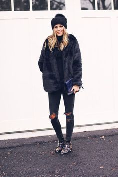 Fall winter inspo | Streetstyle | Faux fur | Wintercoats | Studded boots | Black | More on Fashionchick