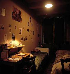 Risultati immagini per anne frank house Anne Frank Annex, Love People, Comfort Zone, Wwii, House, Amsterdam, Idol, Vintage Vignettes, Dreams