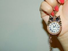 Imagen de clock, hand, and nail
