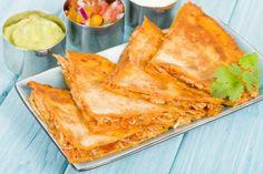 Easy Chicken & Cheese Quesadillas are so delicious! #chickenquesadillas #cheesequesadillas