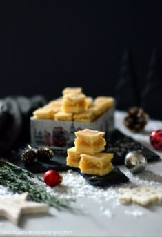 Weihnachtliche Vorfreude im Quadrat- Limettenwürfel mit Marzipan – Delicious dishes around my kitchen Marzipan, Waffles, Food And Drink, Breakfast, Christmas Eve, Advent Season, Food Food, Projects, Morning Coffee
