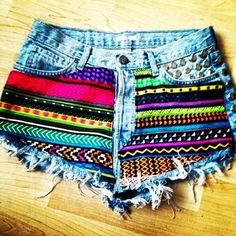 Jean shorts with colorful pattern on the front