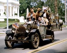 The Beverly Hillbillies backstory, plus the theme song & lyrics - Click Americana Beverly Hillbillies Cast, Buddy Ebsen, Classic Comedies, Opening Credits, Comedy Series, Tv Series, Watch Tv Shows, Vintage Tv, Fantasy Island