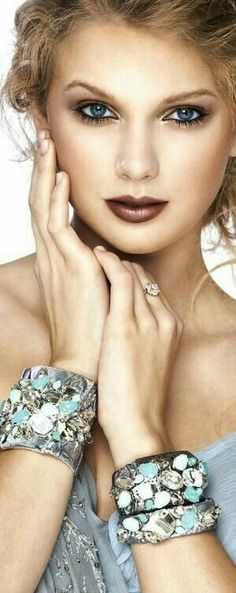 Taylor Swift von Gabor Jurina - Lippen Make Up Taylor Swift Fotos, Taylor Alison Swift, Gabor, Himmelblau, Turquoise, Belle Photo, A Boutique, Shades Of Blue, Pennsylvania